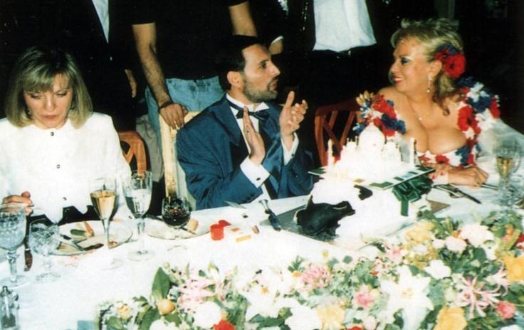 Freddie between Mary Austin and Barbara Valentin :)
