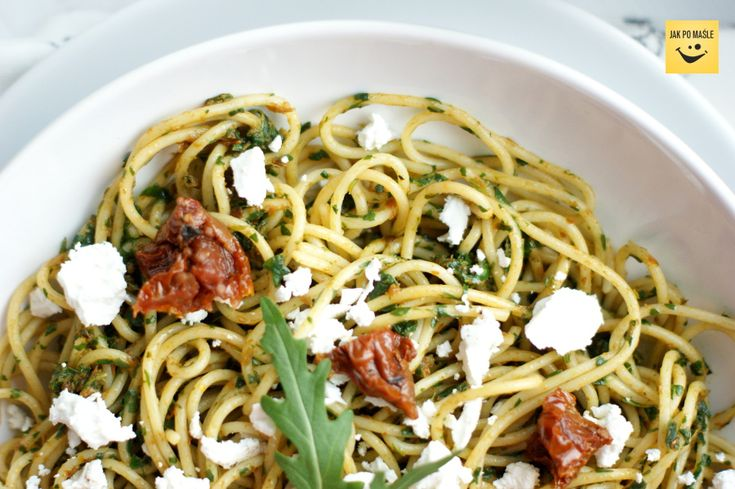 Spaghetti z rukolą i kozim serem