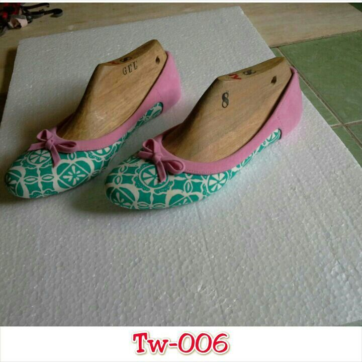 Sepatu batik mix suede uk. 36 sd 41, minat hub. Ke Facebook: shop lombok, Instagram: tenun_dan_mutiara_sasak, watsap:  087865461834, pin BB: 7DAC95EC