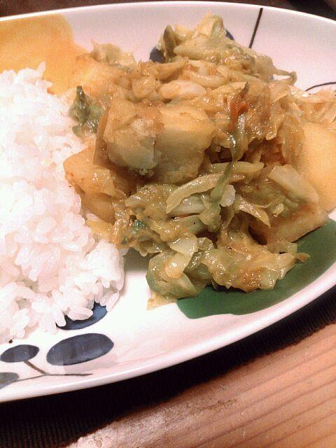 昼間食べたネパール料理に触発されて、自分で作ってみた~が、レシピ間違えてちょっと失敗か~ - 11件のもぐもぐ - キャベツとジャガイモのネパール風カレー by カレーオヤジ