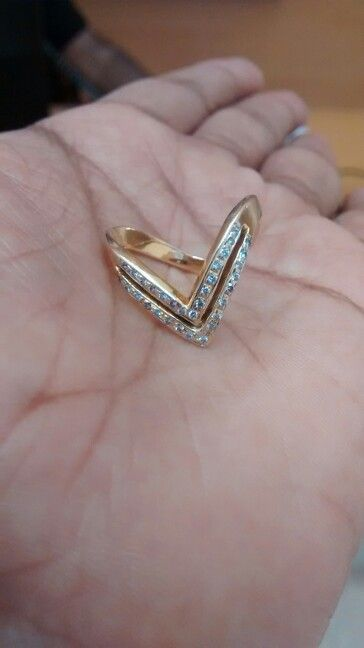 Vadungila - v shaped ring worn by Bunt married women (mangalore/karnataka, india)
