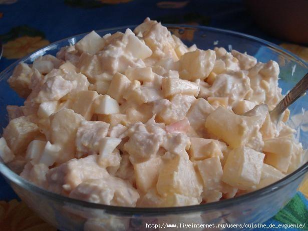 Салат из курицы с ананасом ссоевым соусом