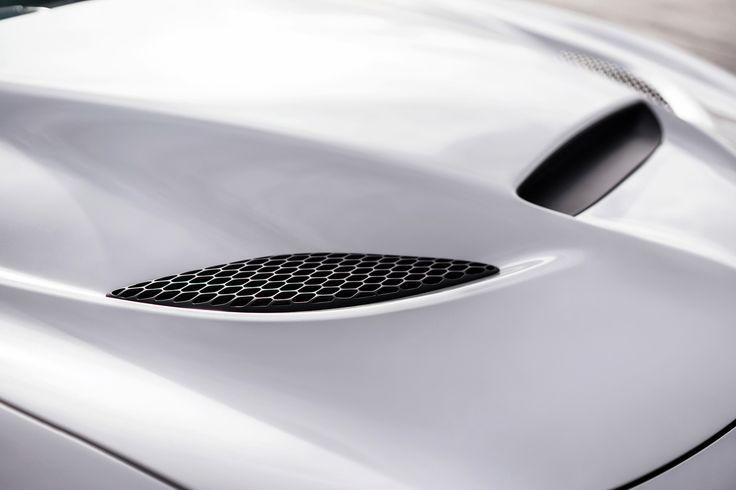 2015 Dodge Charger SRT Hellcat.