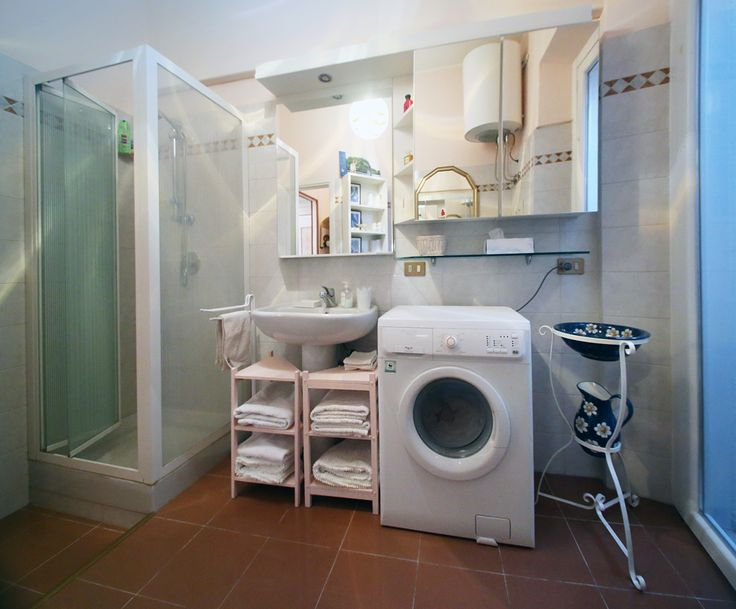 #Breradistrict#Pontaccio delightful and spacious bathroom with a balcony, complete with towels