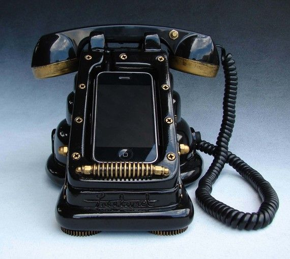 Retro iPhone dockIphone Cases, Vintage Phones, Design Bags, Iretrofon Steampunk, Iphone Dock, Retro Style, Mobiles Phones, Geek Chic, Cool Stuff