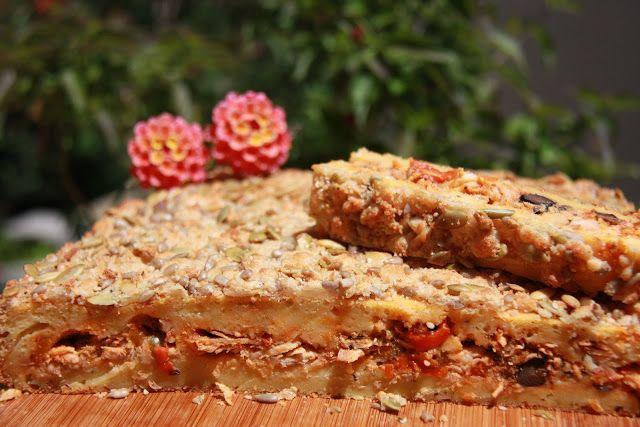 Tentações Sobre a Mesa: Bôla de Frango com Crosta de Queijo e Sementes.