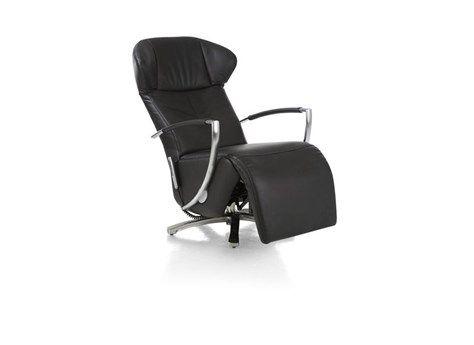 Deze prachtige relaxfauteuil Eastland van het merk Henders & hazel heeft een bijzonder zitcomfort en is manueel verstelbaar. De rug en de benen kun je onafhankelijk van elkaar laten bewegen. Bijzonder is de kantelbare arm, dit betekent dat de arm mee gaat in ligstand waardoor je er altijd gebruik van kan blijven maken.De fauteuil kan draaien en staat op een RVS spinvoet. Shop je online en zonder verzendkosten bij deleukstemeubels.nl