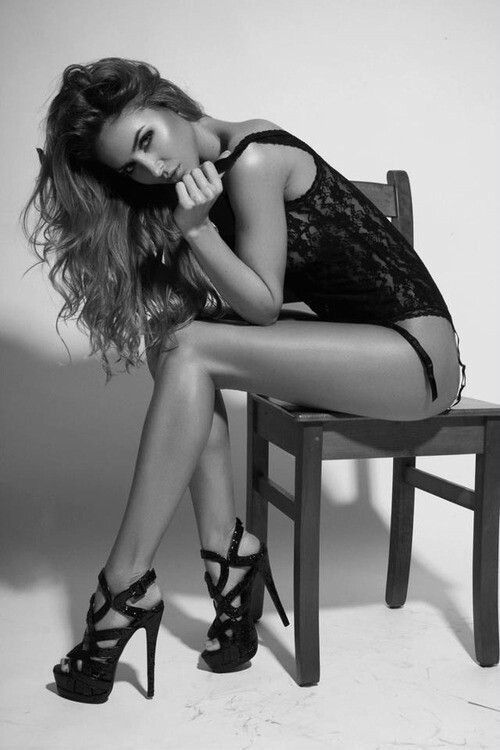 Legs - Fashion - Black and White Photography - Portrait (Pose)