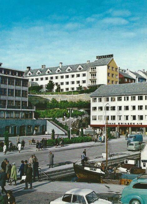 Møre og Romsdal fylke Kristiansund folkeliv ved kaia 1950-tallet utg Aune forlag