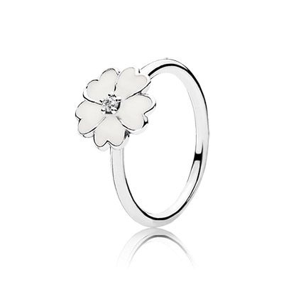 With its crisp white enamel and sparkling centre, this sweet primrose ring is a brilliant addition to any ring stack. #PANDORA #PANDORAring