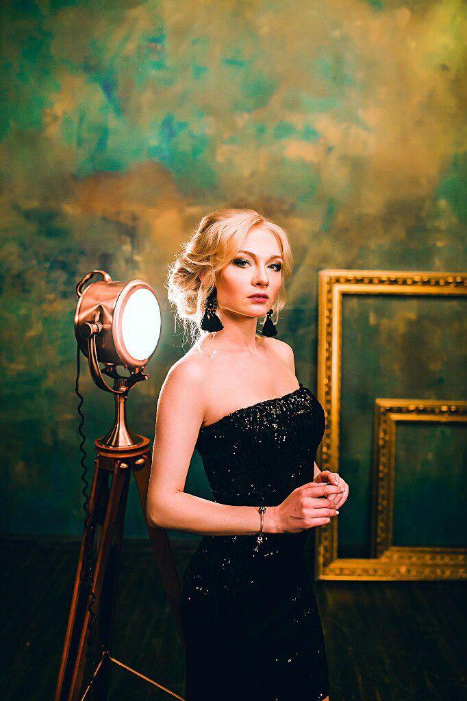 Фотосессия. Маленькое черное платье. Блестящее платье. Вечерний макияж и прическа.