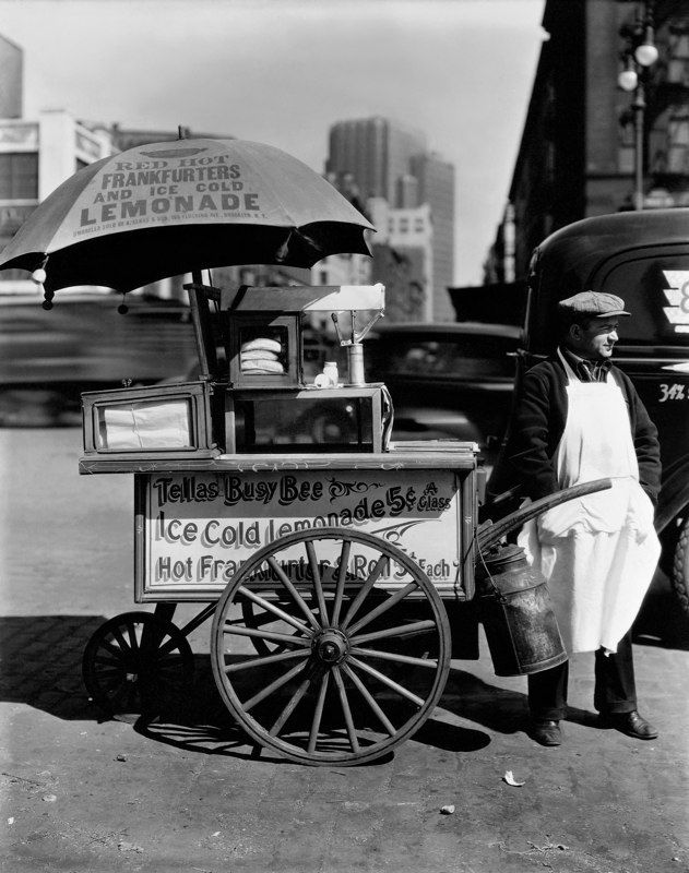 Berenice Abbott, Hot Dog Man New York, 1936