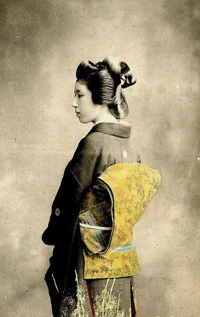 Geisha in Semi-Profile 1900 | Flickr - Photo Sharing!
