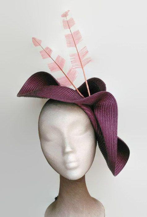 Tocado malva y rosa, tocados morado, tocados con plumas, tocado purpura, tocados de madrina, tocados elegantes, complementos de boda de dia. Kentucky derby attire