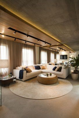 Além do teto, sala também conta com concreto aparente no piso (projeto MaxHaus)