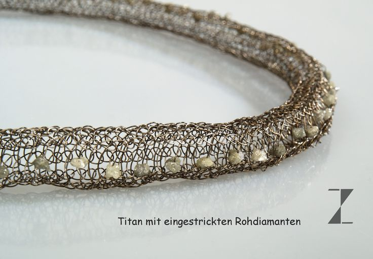 Collier handgestrickt aus Titandraht mit Rohdiamanten www.atelier-zellhuber.de #Titan #Rohdiamant #handgestrickt