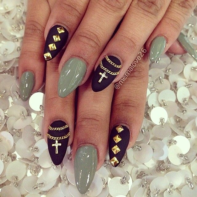 Art Designs: Cross + Chain Nail Art Design.