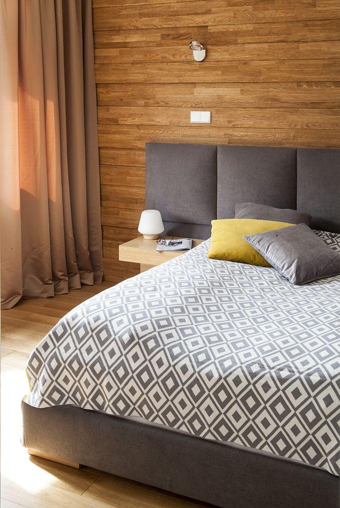 #Sypialnia #Apartament w Zakopanem. Urokliwa drewniana ściana. #bed #bedroom #wood #furniture #furniture #interiordesigner #design #interior #projektowanie #wnętrz #aranżacja #architekt Projekt http://tryc.pl/ Foto: Marcin Czechowicz Stylizacja: Marynia Moś Publikacja: M jak mieszkanie