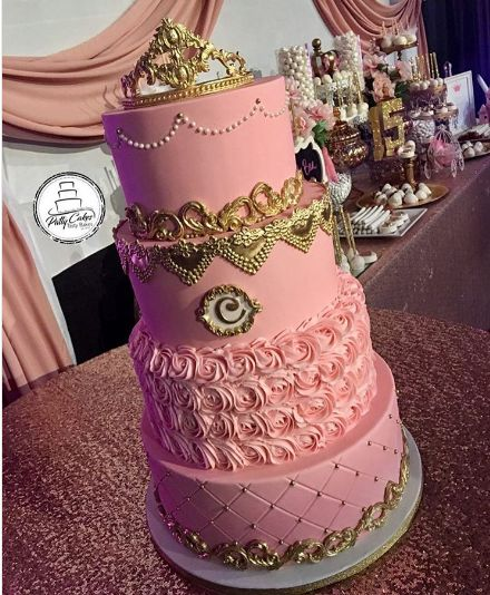 Inside and out, these cakes are a treat to your tummy and eyes! Here are the best cakes in San Bernardino that caught our attention on Instagram for all the right reasons: http://www.quinceanera.com/food/the-best-quinceanera-cakes-in-san-bernardino/