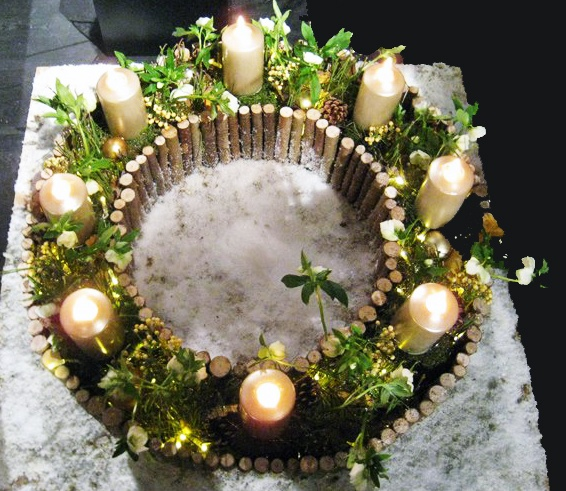 Christmas wreath - Manfred Hoffman - Night ideas - Kaunas-Litvánia