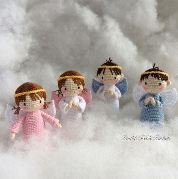 Het haakpatroontje voor de kerst: lieve kleine engeltjes. Erg leuk gratis haakpatroon van Double Treble Trinkets.