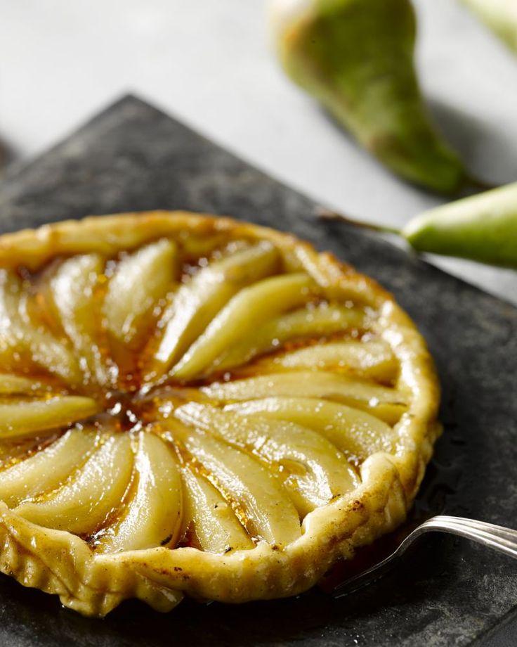 Tarte tatin is een omgekeerde taart, een echte Franse dessertklassieker. In deze versie vervangen we de appels door peer en maple sirup of ahornsiroop. #15gram