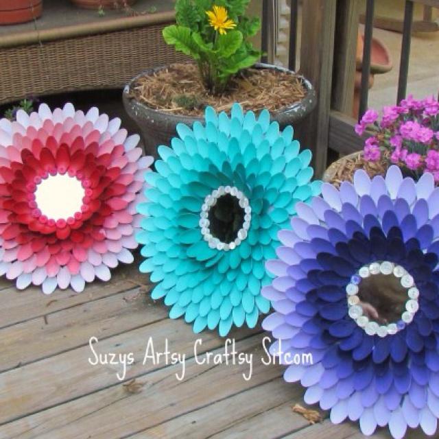 Plastic spoon wall decor crafts pinterest plastic for Plastic spoon flower mirror