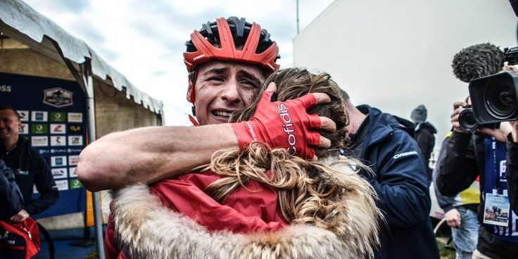 DIAPORAMA. Les plus grands moments du championnat de France de cyclo-cross - Les championnats de France de cyclo-cross se sont déroulés ce week-end, à Lanarvily (Bretagne). Ils ont sacré Caroline Mani chez les dames, et le coureur professionnel du Team Cofidis Clément Venturini chez les élites. Retour sur les plus grands moments de ce week-end, qui était à suivre en direct sur francetvsport.fr. - (France TV Sport - Mathilde L'AZOU)