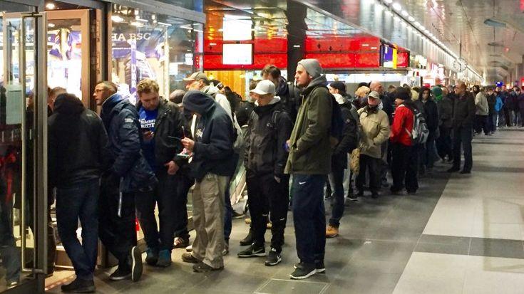Der Ticketverkauf für das DFB-Pokal-Spiel Hertha-Dortmund läuft. Der Verein rät den Fans, sich nicht mehr an den Shops anzustellen.