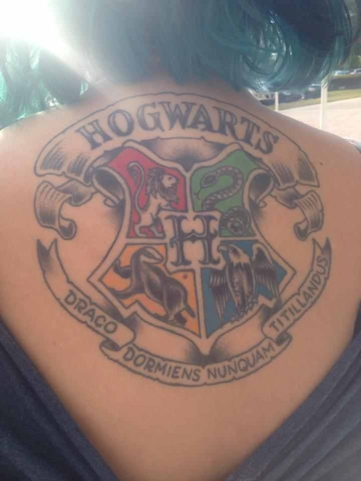 harry potter tattoo hogwarts crest tattoos pinterest hogwarts crests and social media. Black Bedroom Furniture Sets. Home Design Ideas