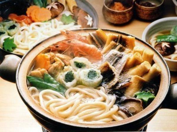うどんすき☆お野菜たっぷりで魚介も入ってダシもたっぷり出ている汁に「やっぱり」のうどん☆