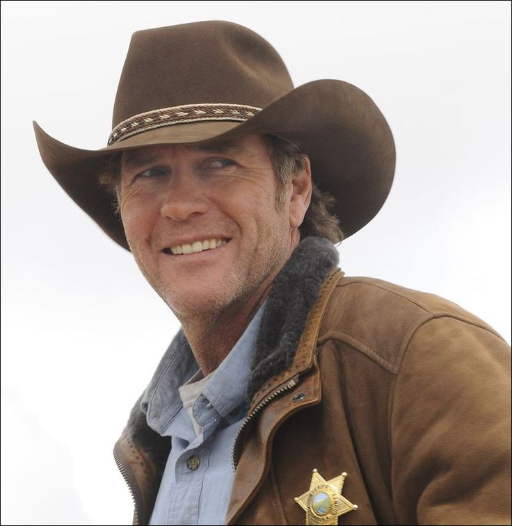 Robert Taylor as Walt Longmire, not so young but oh so good looking