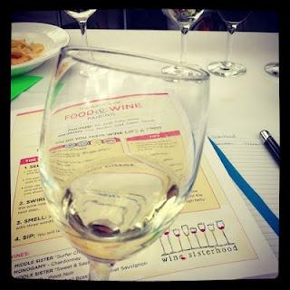 How to taste wine like a pro.         #thirstygirl #winesisterhoodThirstygirl Winesisterhood, Savy Tricks, Wineshoplif Thirstygirl, Wine Taste, Things Wine, Favorite Recipe, Taste Wine