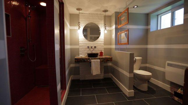 Une salle de bain colorée, inspirée des bandes dessinées.