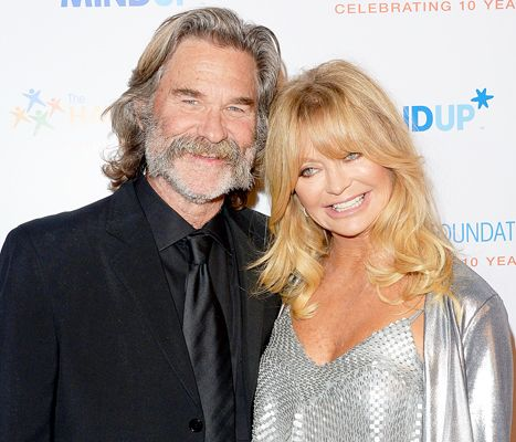 """Goldie Hawn, Kurt Russell Snuggled Up to Watch Overboard: """"Romance!"""" - Us Weekly"""