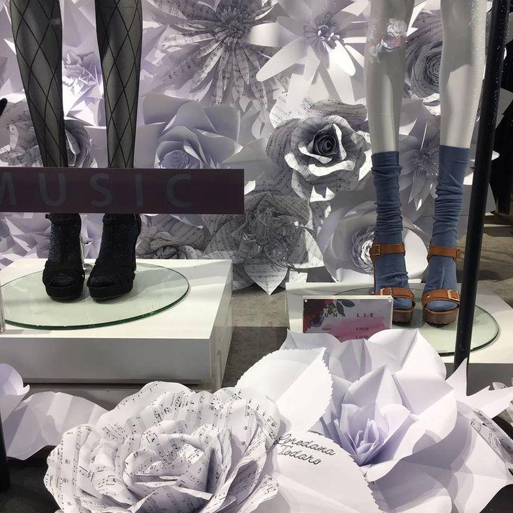 Fiori di carta giganti #windowsdisplay #paperflowers #vetrine #backdrop #festivalsanremo