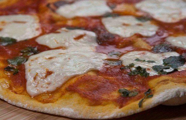 ιταλική πίτσα μαργαρίτα σπιτική