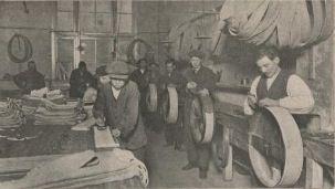 Fabriek vredenstein vervaardiging van een fietsband oude haagweg den haag 1916