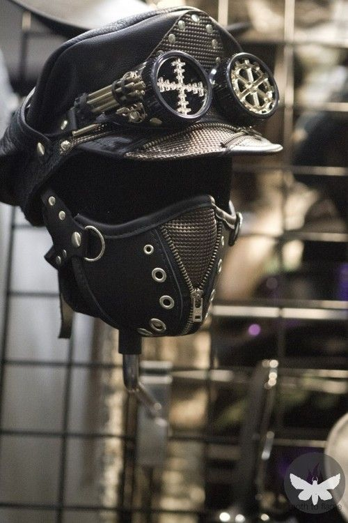I would honestly wear this every day. Who wouldn't want to wear steampunk every single day??