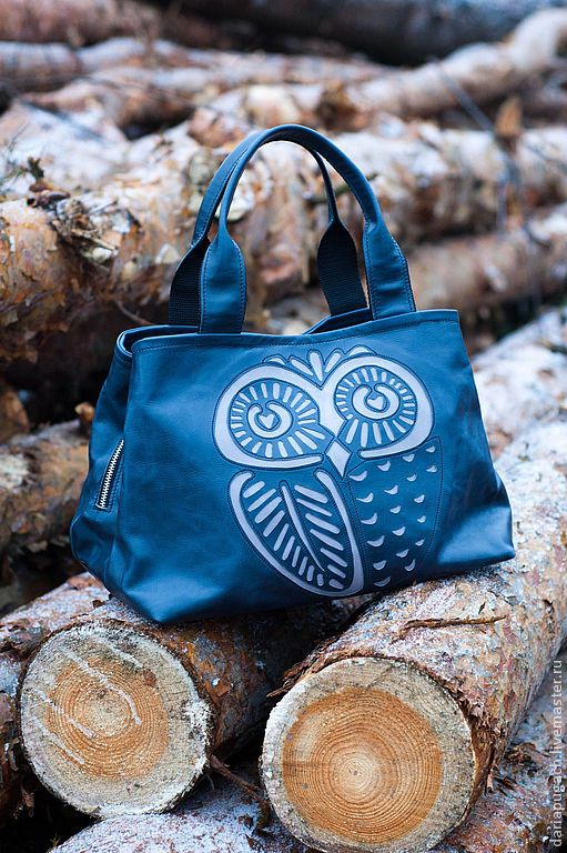 Convenient bag is made of soft leather of high quality, has three section – two with magnets, one with zipper. Short handles. Leather with a slight aging effect. The image of an owl is made in the technique of applique. American cotton lining. #handmade #bag #genuine #leather #deep #blue #owl  size 35x25x16 cm  28Nov2015 price118$USA