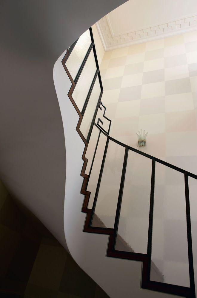 Sobriété des lignes dans l'escalier