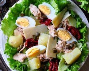Salade de pommes de terre au thon, tomates séchées et œufs durs Croq'Kilos : http://www.fourchette-et-bikini.fr/recettes/recettes-minceur/salade-de-pommes-de-terre-au-thon-tomates-sechees-et-oeufs-durs-croqkilos