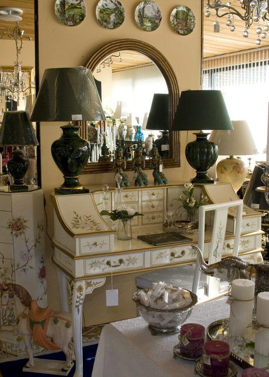 Ovale lampe skærme i grøn - også en mulighed. - Se flere billeder fra DPH Tradings butik i Odense.