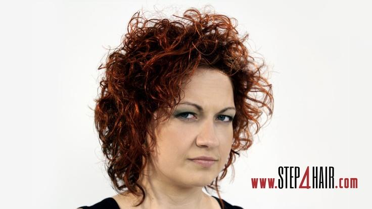 Burza loków to uwodzicielska i romantyczna fryzura.