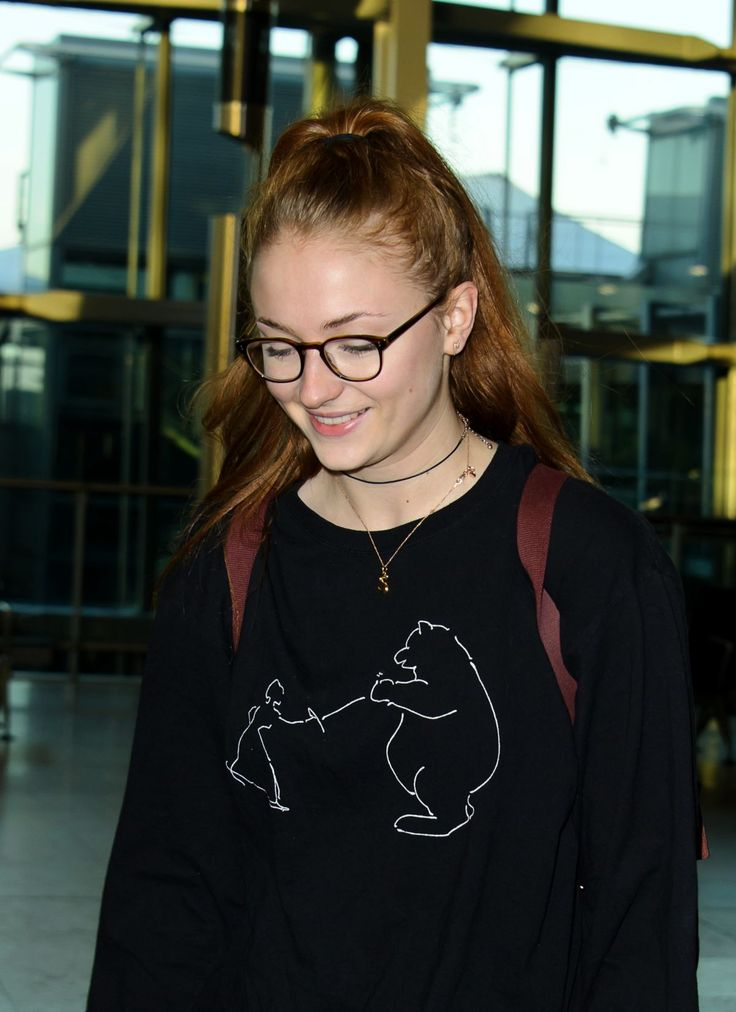 Sophie Turner was pictured as she arrives at Heathrow Airport http://celebs-life.com/sophie-turner-pictured-arrives-heathrow-airport/  #sophieturner