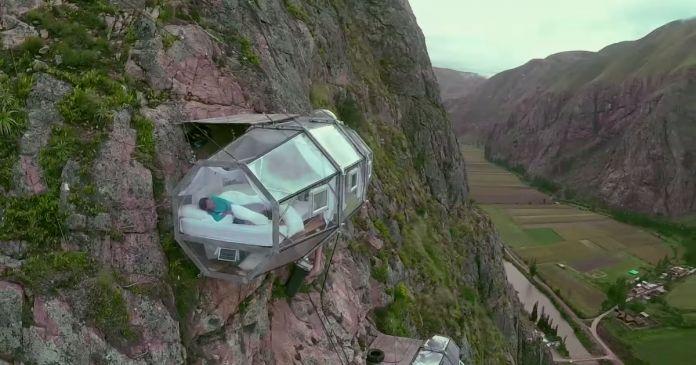 一生に一度は泊まってみたい!地上400mの断崖絶壁ホテル「スカイロッジ・アドベンチャー・スイート」