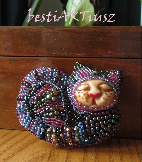 bestiARTiusz: Mańka (embroidered brooch with mask OOAK/ broszka ...