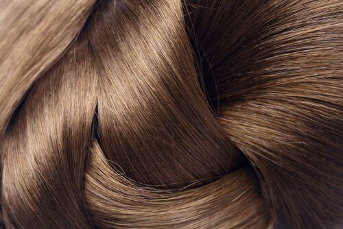 Het hebben van glanzend en zacht haar is een teken van gezondheid, jeugd en de juiste zorg enwordt ook beïnvloed door milieufactoren.