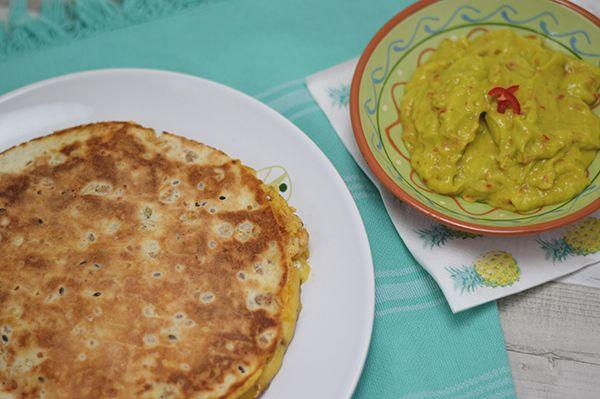 Quesadilla met kip en een mango-avocado saus