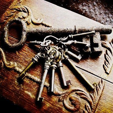 gorgeous old key image.